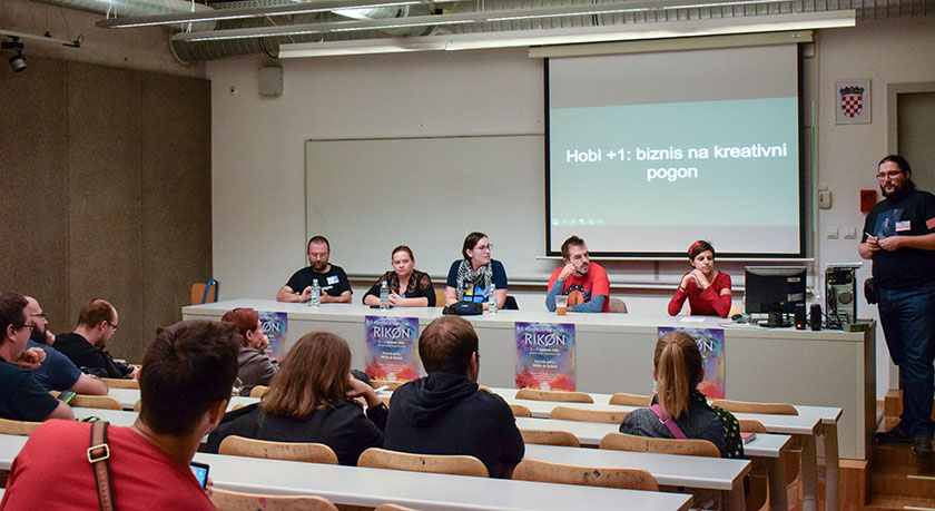 Nela Dunato on a panel at Rikon convention